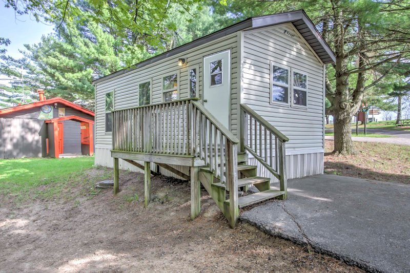 Your ultimate family vacation awaits you at this 2-bedroom, 1-bathroom Baraboo vacation rental cabin with sleeping accommodations for 6!