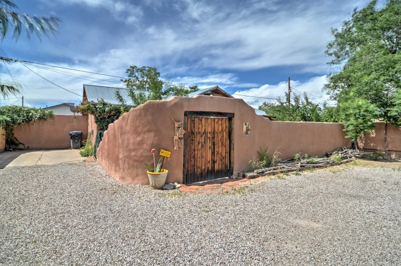 Soak up the crossroads of the Southwest in Old Town Albuquerque from this 1-bedroom, 1-bathroom vacation rental apartment!