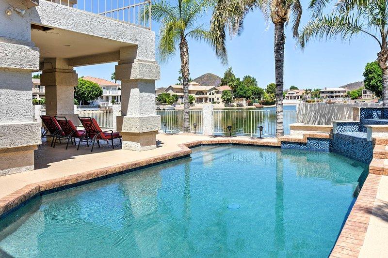 Faites votre prochaine escapade du lac extraordinaire avec ce front de mer 4 chambres, 3 salle de bain Glendale vacances maison de location!