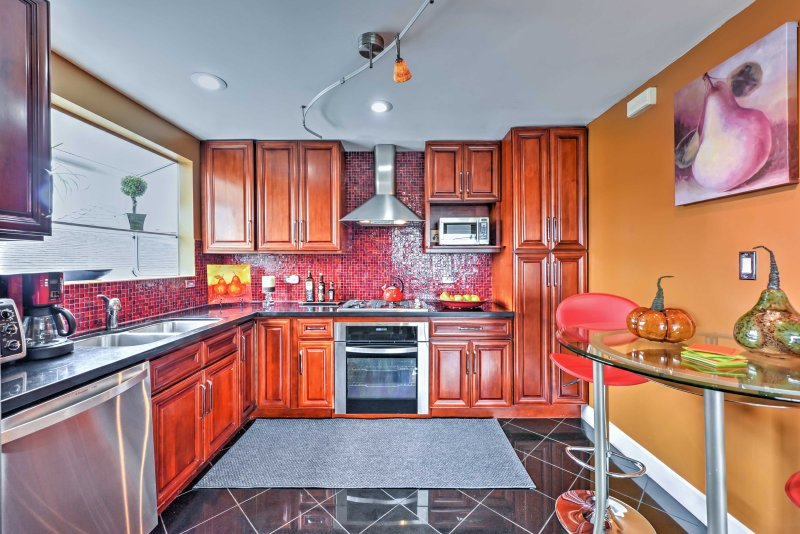 The chef in your group will look forward to testing their skills in this fully equipped kitchen.