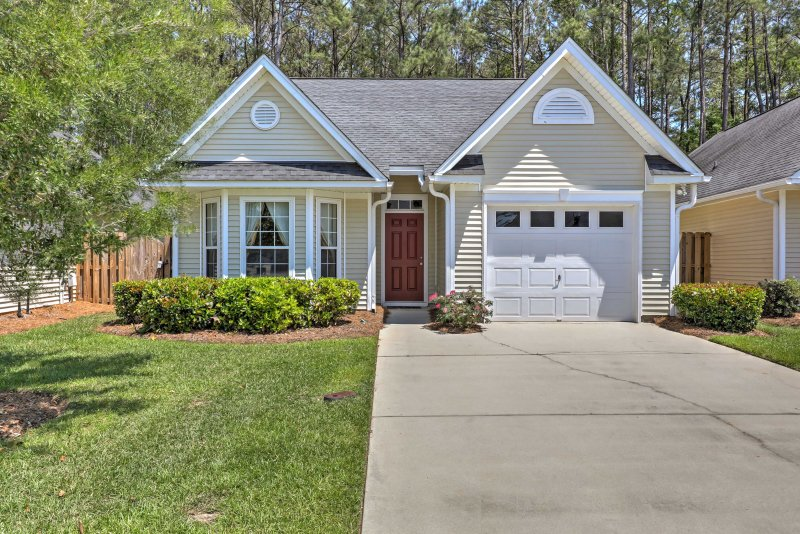 Enjoy the luxuries of this Summerville house located in a golf course community!