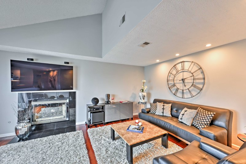 A relaxing California retreat awaits you at this this 3-bedroom, 2.5-bath Daly City vacation rental townhome that comfortably sleeps 6.