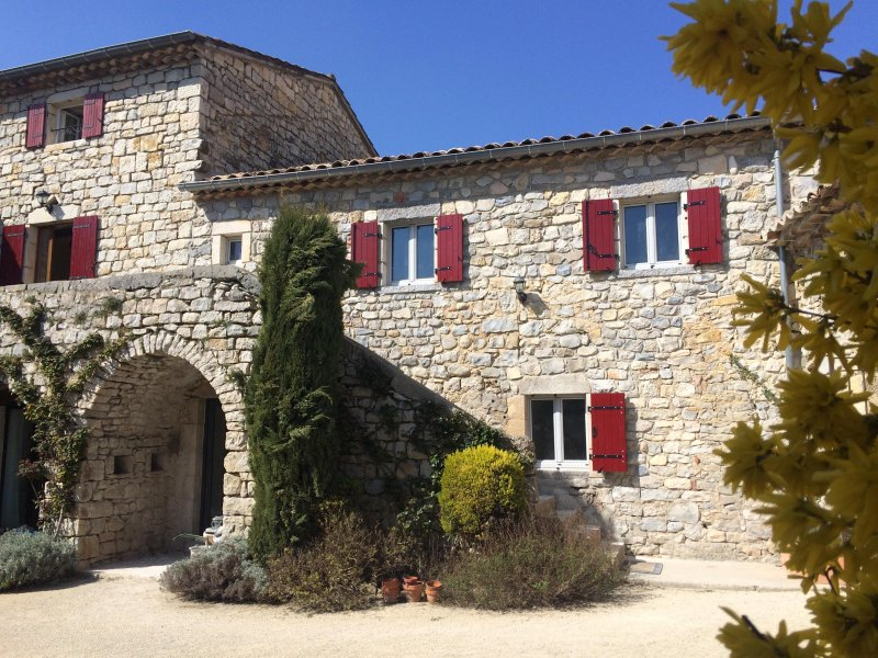 GITE DE CARACTERE, vacation rental in Saint-Maurice-d'Ibie