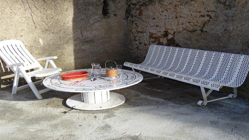 corner aperitif or reading ...