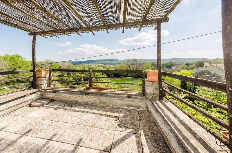 Le Pigeonnier Maison 3 chambres Ardèche, holiday rental in Antraigues-sur-Volane