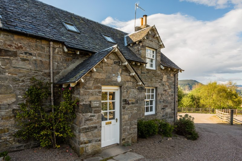 Croftness Cottage, holiday rental in Aberfeldy