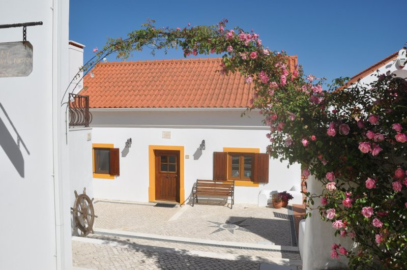 Atlantic at Quinta do Bom Vento  1 bed farmhouse in 4 acre valley 8km Obidos, Ferienwohnung in Cadaval