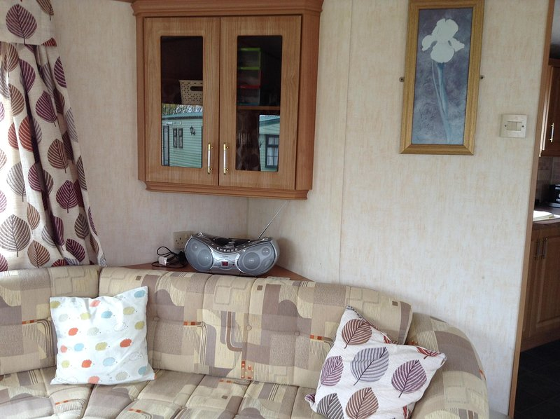 Lovely 8 berth caravan at beautiful Tattershall Lakes Country Park, vacation rental in Tattershall