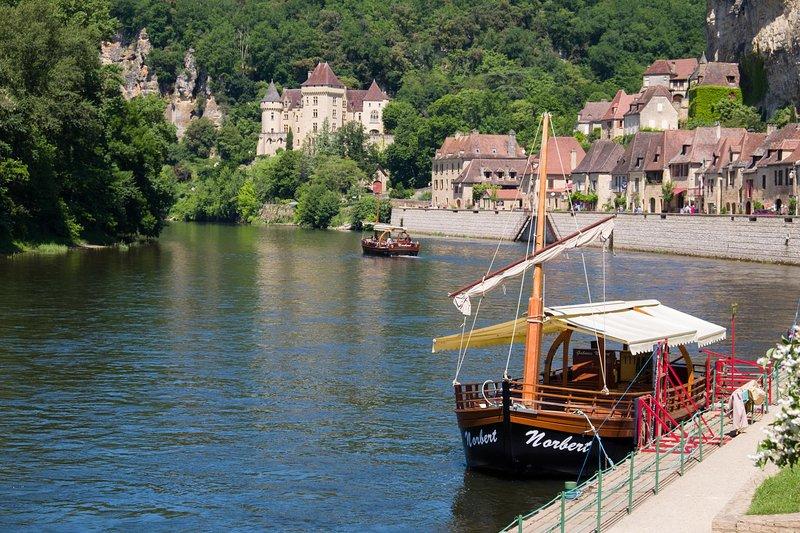 La Roque Gageac, hermoso pueblo medieval en el río.