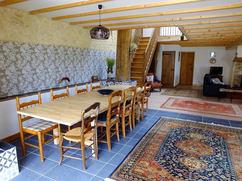 Spacious entrance hall and dining area to seat up to 14 people.
