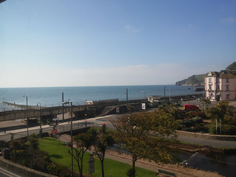 Dawlish Sea View Apartment, fully equipped kitchen, comfy beds, refurbished., vacation rental in Dawlish