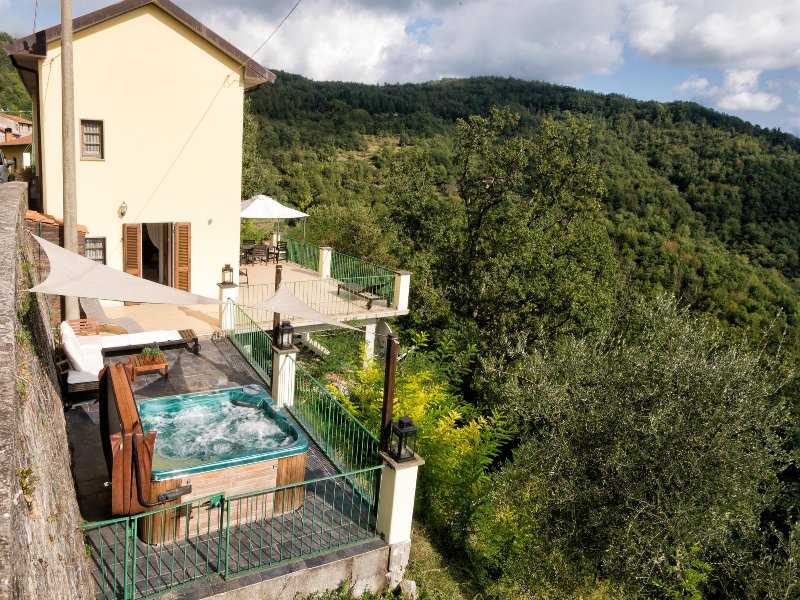 CasaPicco_Tuscany - 3month 1xDouble Room let, holiday rental in Soliera Apuana