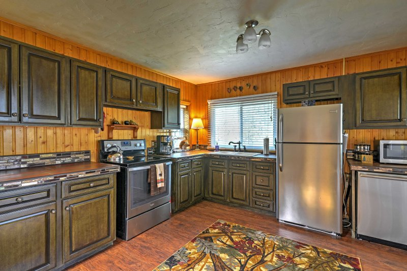 This bright kitchen i fully equipped with all essential cooking appliances!