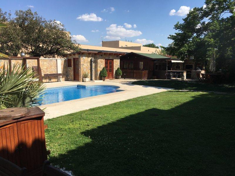 HABITACIÓN SUITE CON PISCINA, location de vacances à Las Rozas