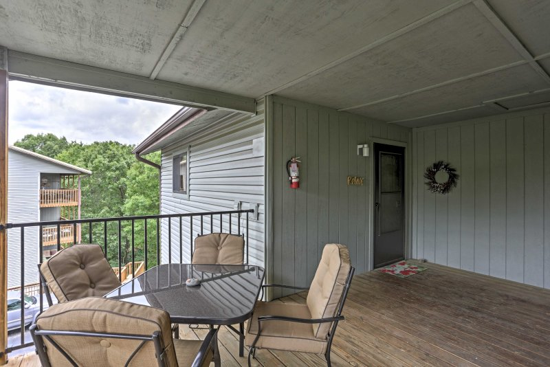 New 2br Branson West Condo W Mountain Views Has Shared