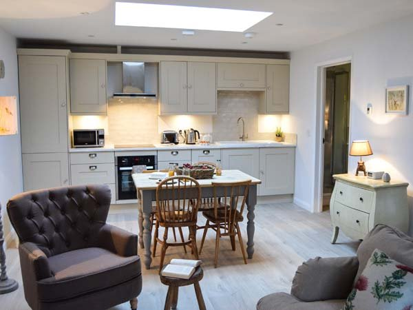 FOX'S DEN, ground floor, open plan, woodburner, in Titchfield, ref 961324, casa vacanza a Bursledon