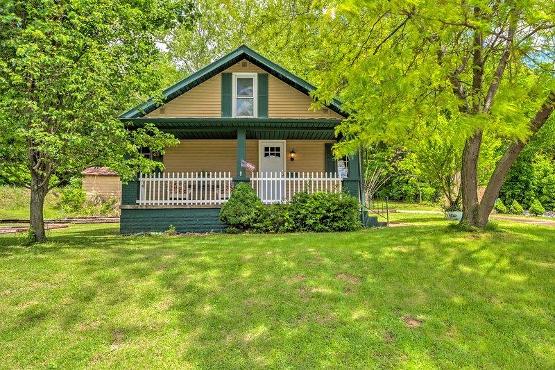 Profitez d'une escapade relaxante dans ce cottage de vacances à Tell City, dans l'Indiana.