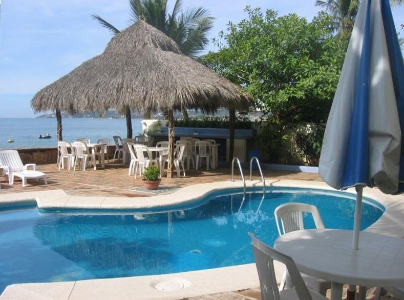 semi private pool with wet bar under Palapa.