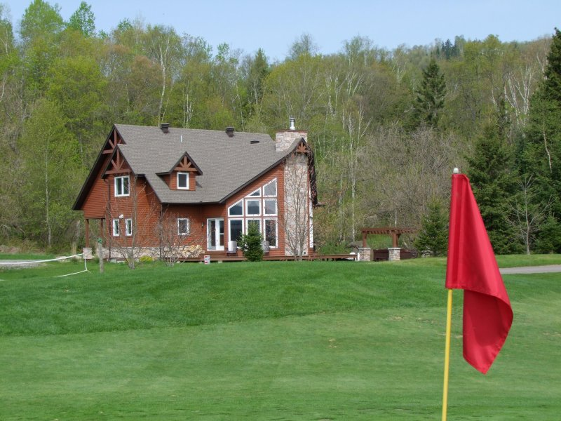 Large Tremblant Ski/Golf Chalet, vacation rental in Lac-des-Plages