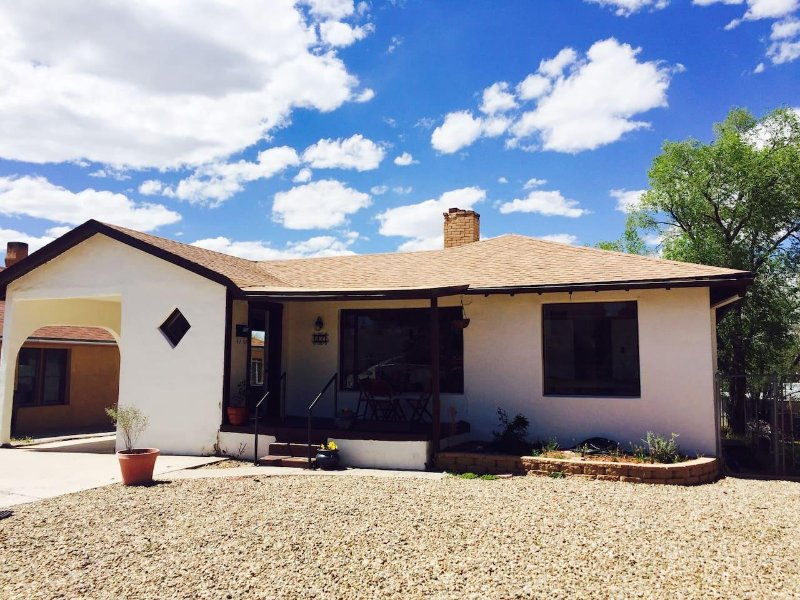 Share our welcoming Downtown Gallup home!, vacation rental in Gallup