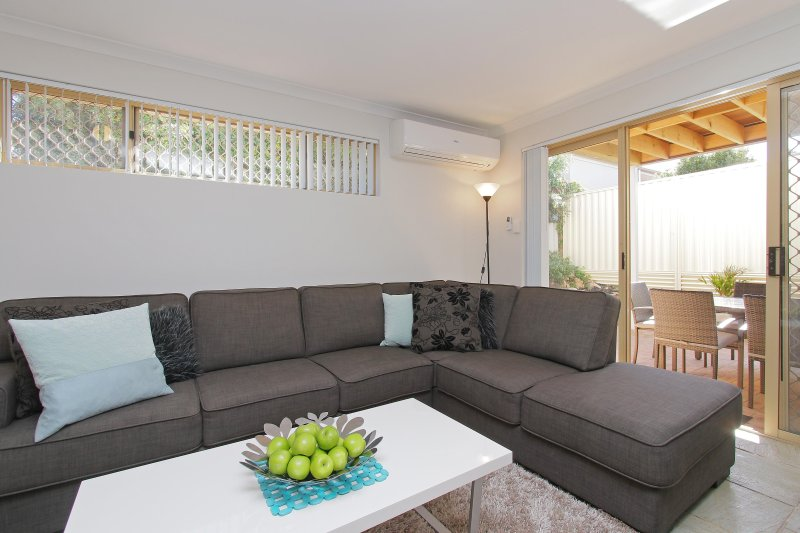 Azure Villa Close to City of Perth and Fremantle, vacation rental in Shelley