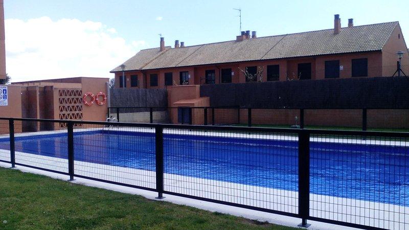 Casa adosada con piscina comunitaria, vacation rental in Coma Ruga