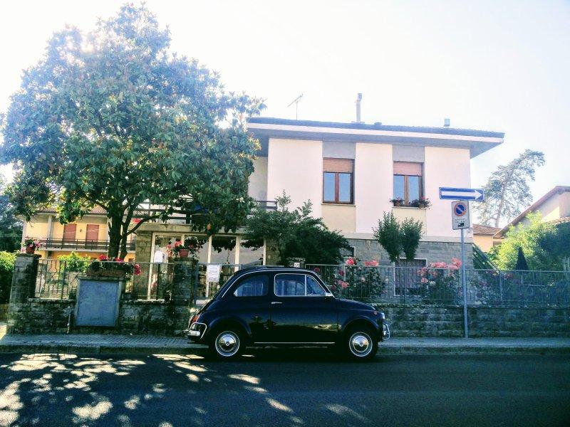 B&B Figura sito in villa libera su 4 lati con ingresso indipendente con uso giardino.