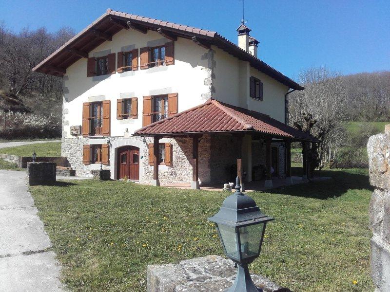 Vista de la casa y su entorno