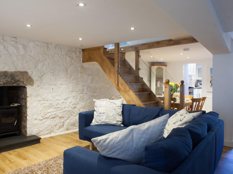 Dave's Pad Fishermans Cottage Central St Ives - Sleeps 8 - Pet Friendly, vacation rental in St Ives
