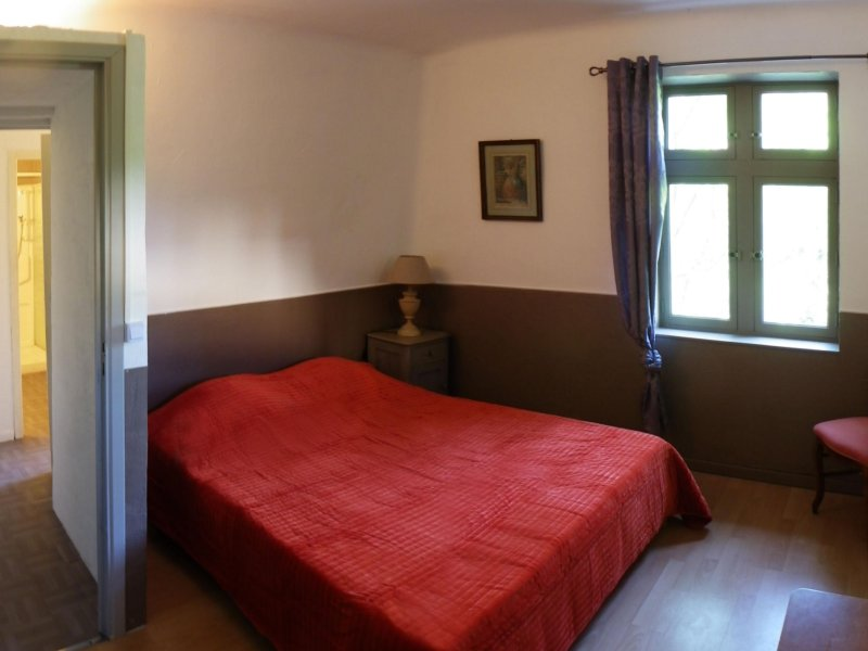 gite eden Iris 4/6 pers entre colline et riviere, holiday rental in Corbes