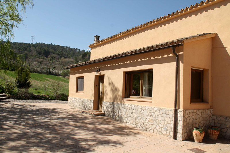 Cal Riba - 3 casas 22 pax, holiday rental in Sant Domi