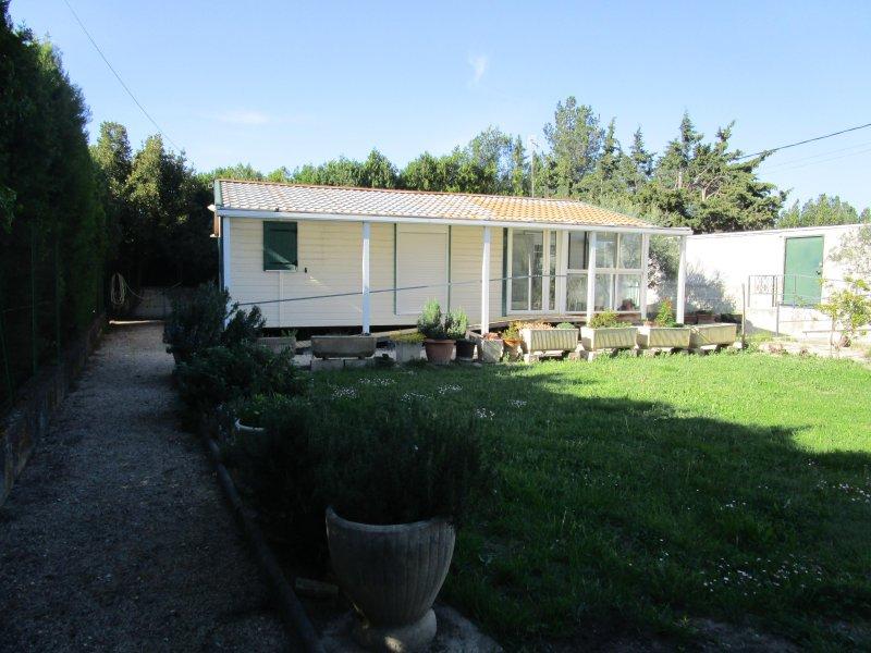 AU SOLEIL DE PROVENCE, holiday rental in Caumont-sur-Durance