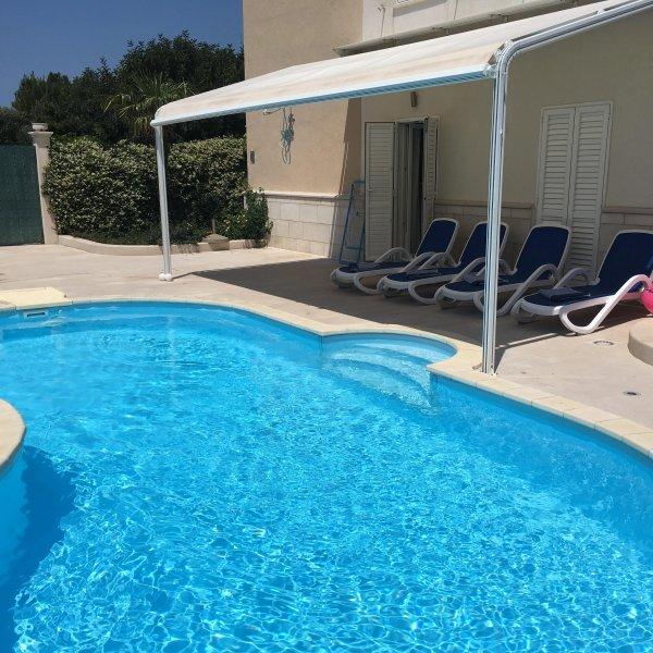 piscina e terrazzo