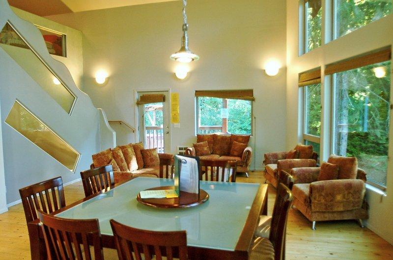 Mt. Baker Lodging – Cabin #40 – HOT TUB, BBQ, POOL TABLE, FOOSBALL, SLEEPS-11!