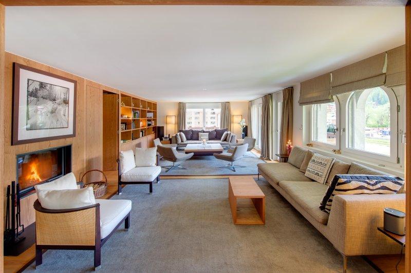 L'appartamento al terzo piano è assolutamente enorme con 315m2 di spazio.