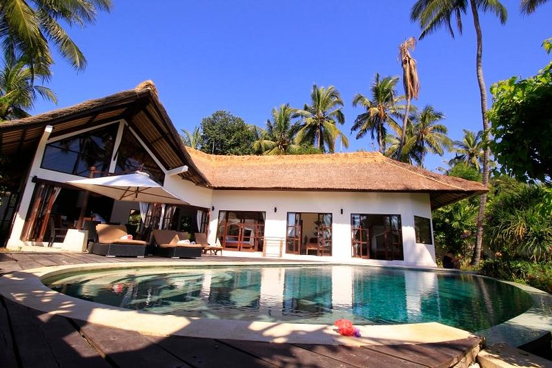 Beach front luxuary villa in authentic north Bali - 4 bedrooms, holiday rental in Singaraja