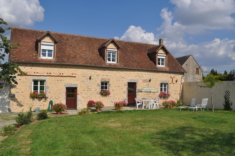La Pommeraie - Fye - 4 Bed Detached converted barn 10 Minutes from Alencon., aluguéis de temporada em Orne
