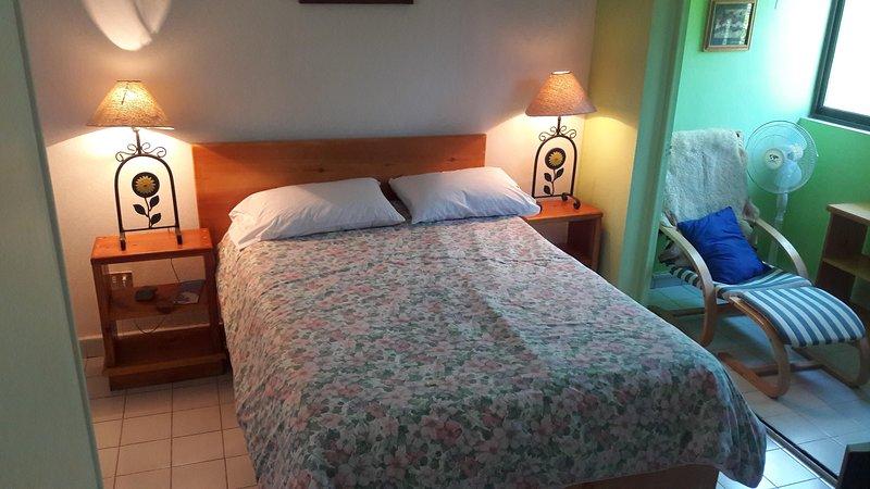 II Estudio con cocineta, acogedor y cercano al malecón, holiday rental in El Centenario