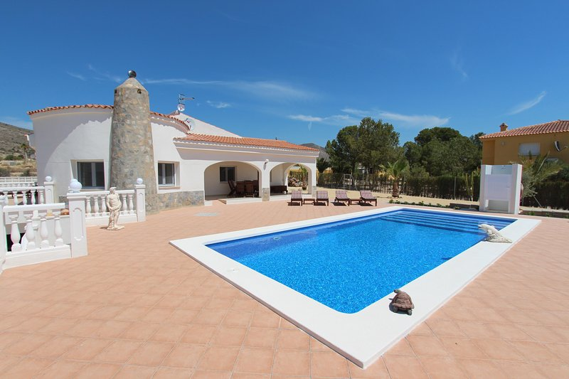 Nice Villa with private swimming pool!, holiday rental in San Isidro de Albatera