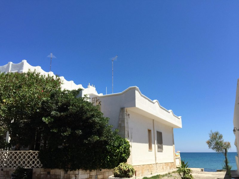 Salento - Villetta sul mare, vacation rental in San Pietro Vernotico