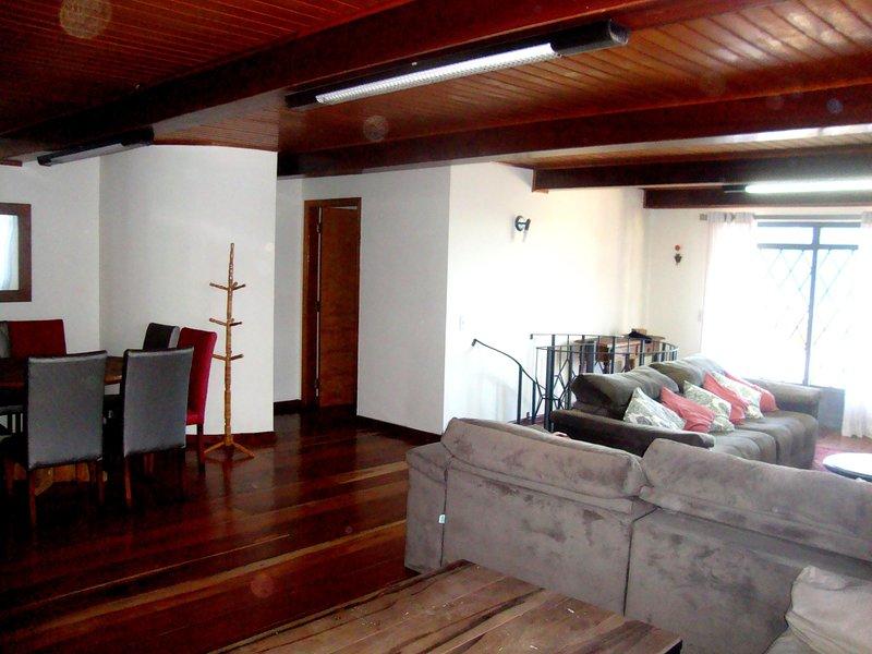 Casa linda em Campos do Jordão a 5km de Capivari, aluguéis de temporada em Ribeirão Grande
