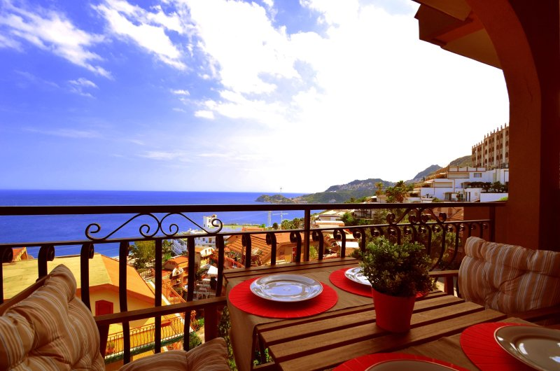 Casa Antonella- holiday house in Letojanni with stunning view, holiday rental in Letojanni
