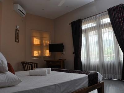 DOUBLE ROOM RIVORICH RESIDENCE KANDY, holiday rental in Wattegama