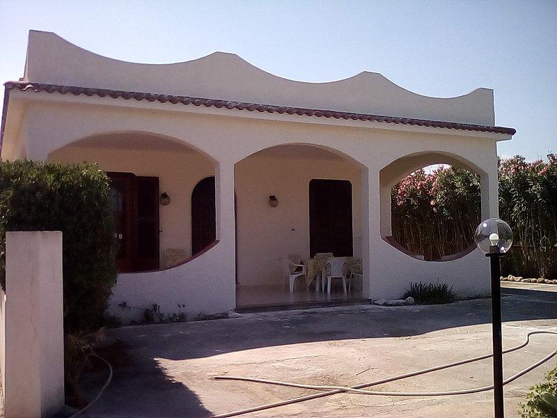 prestigiosa villa mediterranea, aluguéis de temporada em Calabernardo