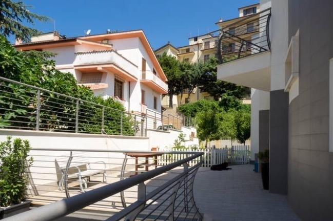 appartamento arredato brevi periodi in villa con giardino di recente costruzione, location de vacances à San Severo