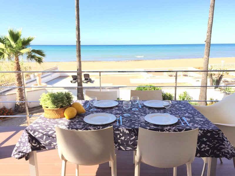 STUNNING HOUSE AT THE BEACH, location de vacances à Denia