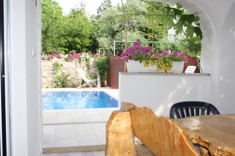 Holiday Apartment Koralj °3 next to the Pool, vakantiewoning in Krk Island