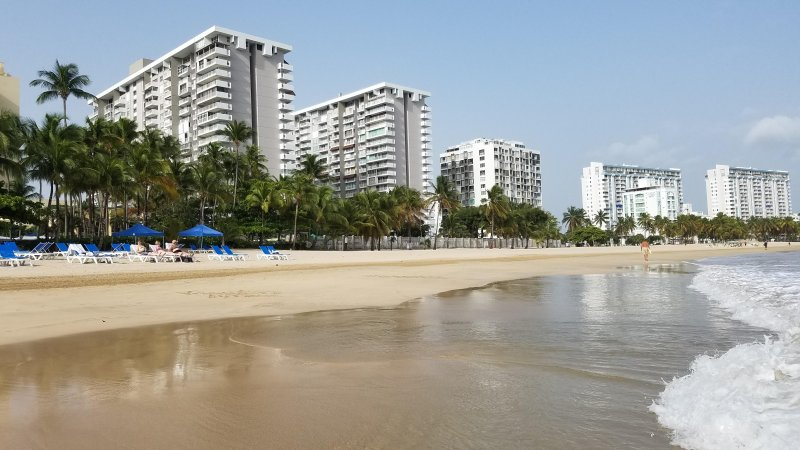 Best Beach with the amenities of home, holiday rental in Isla Verde