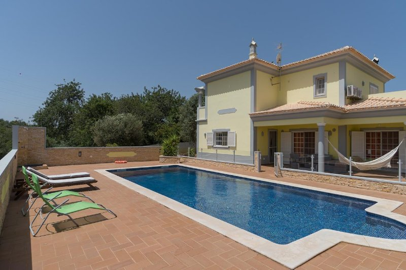 Milap Villa, Alcantarilha, Algarve, vacation rental in Cumeada