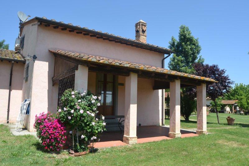 spaziosa comoda bella funzionale grande nuova indipendente, vacation rental in Montecchio della Pozzanghera